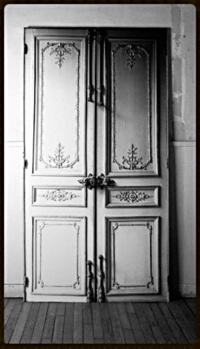 s 39 offrir une porte haussmannienne en trompe l 39 oeil la d co d cod e. Black Bedroom Furniture Sets. Home Design Ideas