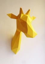 Trophée en papier girafe jaune:fleux