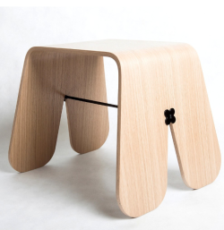 Tabouret-minimaliste-bunny-stool-wood-par-uan-project-en-contreplaque-hetre